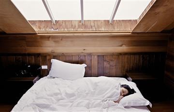 ¿Dormir con el televisor prendido es perjudicial para la salud?
