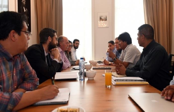 Morales evalúa con equipo jurídico juicio chileno por aguas del Silala en La Haya