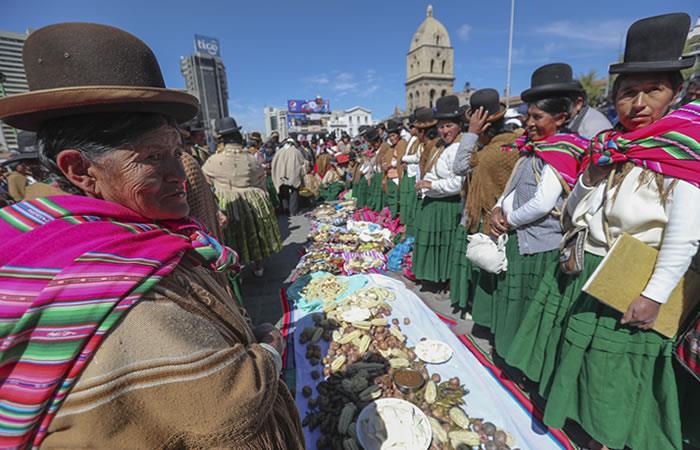 El almuerzo se celebró por el año nuevo aimara. Foto: EFE