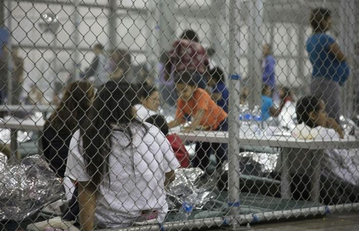 Inmigrantes indocumentados en un centro de detención en Texas. Foto. AFP.