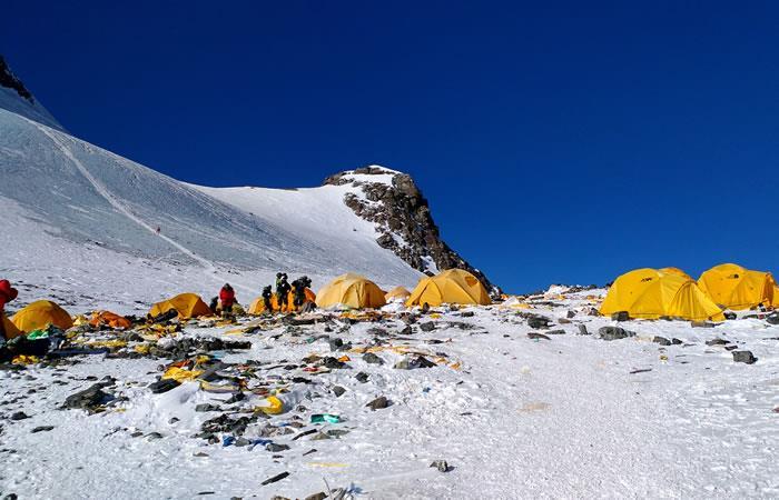 El monte Everest, ahora el basurero más alto del mundo