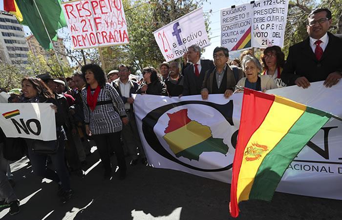 Piden con plantón que órgano electoral frene reelección de Evo Morales