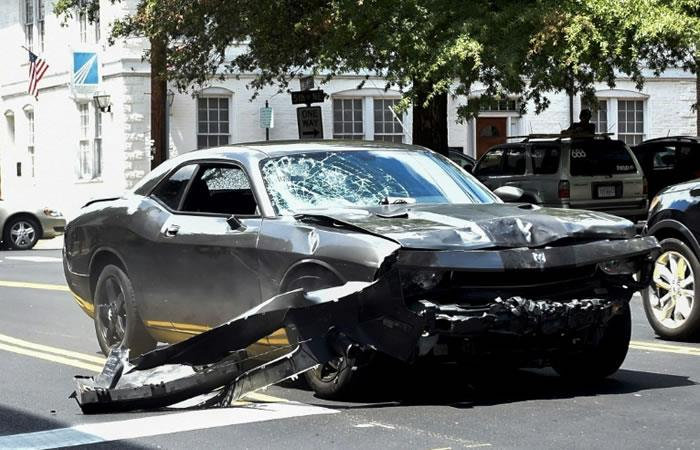 El Dodge Charger que conducía James Fields y con el que atropelló a un grupo de activistas en Charlottesville, Virginia. Foto. AFP.