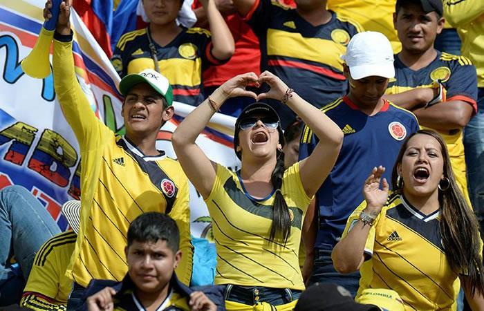 Hinchas colombianos celebran en Bolivia. Foto: AFP