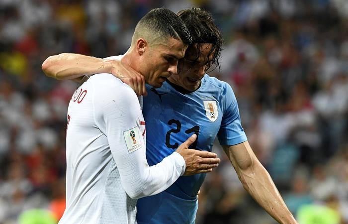Edinson Cavani y Cristiano Ronaldo en los octavos de final del Mundial de Rusia 2018. Foto: AFP
