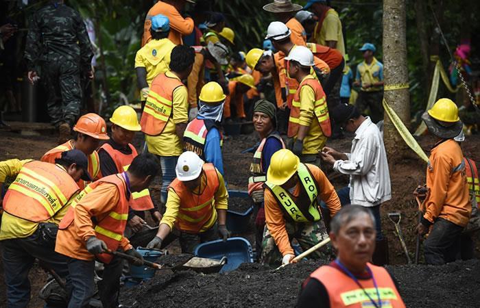 Los trabajadores arreglaron el camino que conduce a la cueva Tham Luang. Foto: AFP