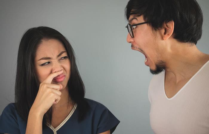Efectos negativos que genera la halitosis a nivel psicológico, social y laboral. Foto: Shutterstock