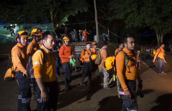 Foto: AFP Los niños y el profesor fueron hallados con vida.