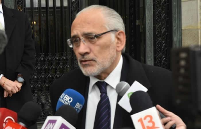 Mesa no se siente 'acusado' y anuncia campaña por respeto del 21F