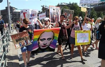 Helsinki se une en una gran protesta contra Putin y Trump