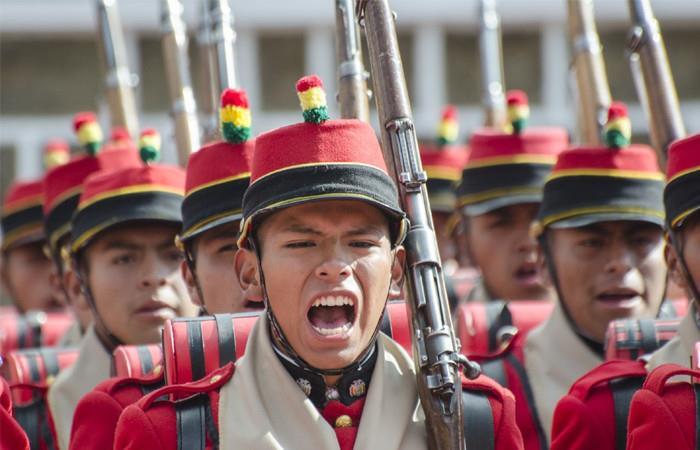 Morales celebra 209 aniversario de los Colorados de Bolivia