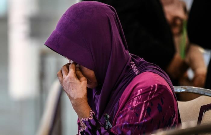 Informe del vuelo MH370 desilusiona e indigna a familiares de víctimas