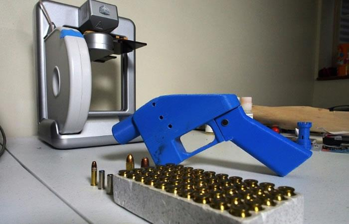 Los expertos en seguridad temen que estas armas puedan evadir los detectores de metales usados ??en edificios públicos y aeropuertos. Foto. AFP.