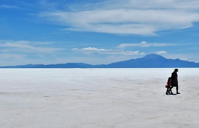 Turista ciego narró cómo fue caminar 140 km por el Salar de Uyuni
