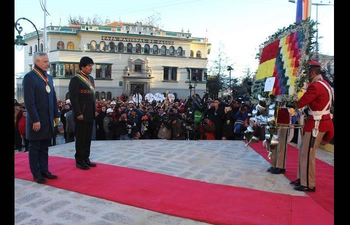 Bolivianos en el exterior celebran la independencia. Foto: AFP