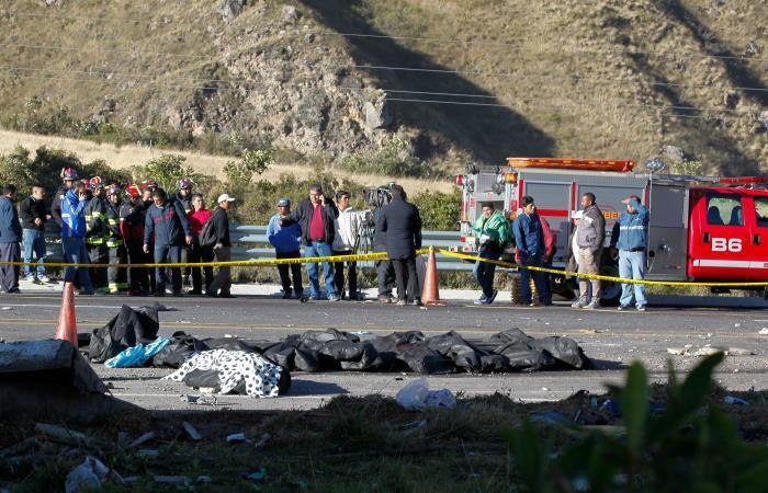 24 muertos tras accidente de bus colombiano en Ecuador