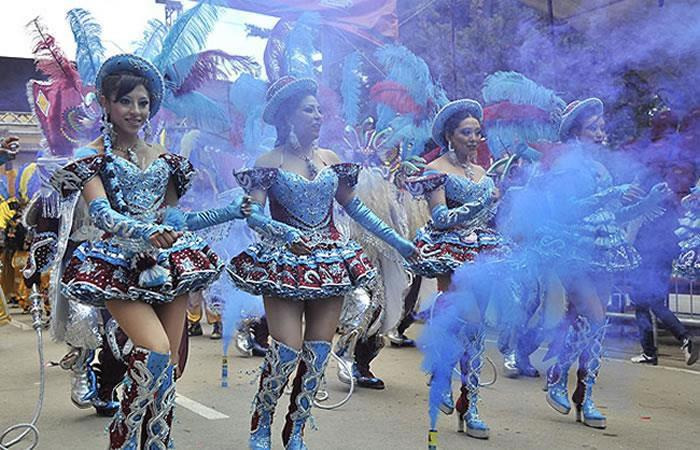 2.000 bolivianos danzarán en Madrid. Foto: AFP