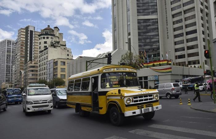Protesta en La Paz por estado de autobuses. Foto: AFP