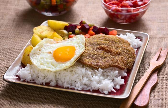 (Silpancho). Los mejores platos bolivianos. Foto: shutterstock