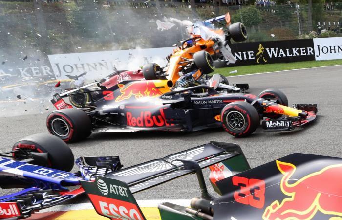 El accidente recordó a otro sufrido por Alonso en 2012 en la salida del GP de Bélgica. Foto: AFP