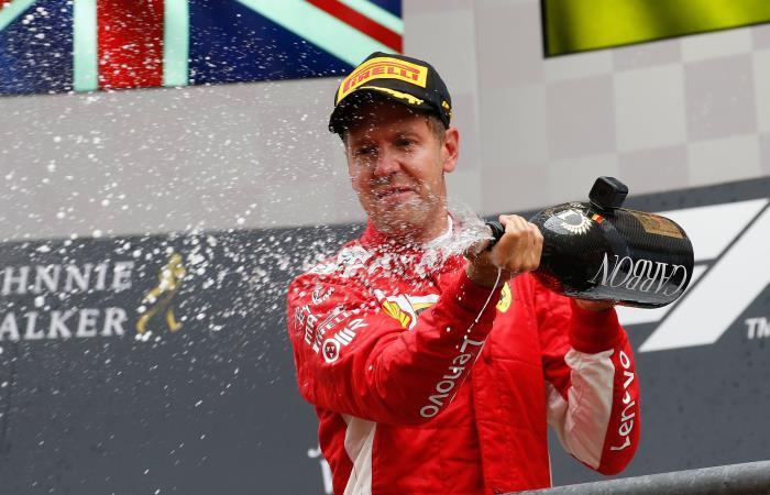 El piloto alemán celebra la victoria. AFP