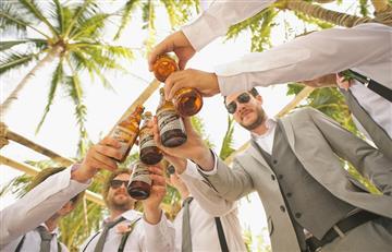 El alcohol puede hacer que los hombres se fijen en otros hombres, según estudio