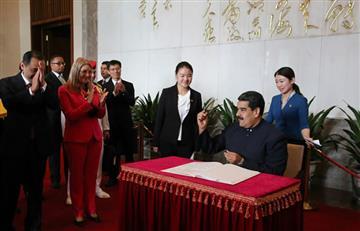 Maduro le rinde homenaje al