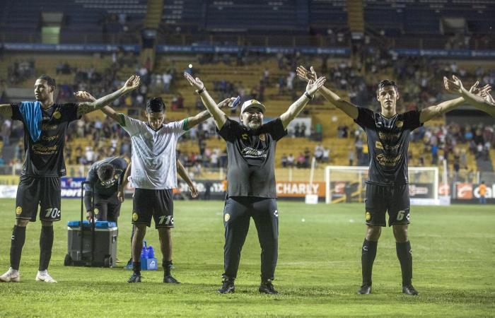 [VIDEO] Maradona y su debut con goleada en el fútbol mexicano