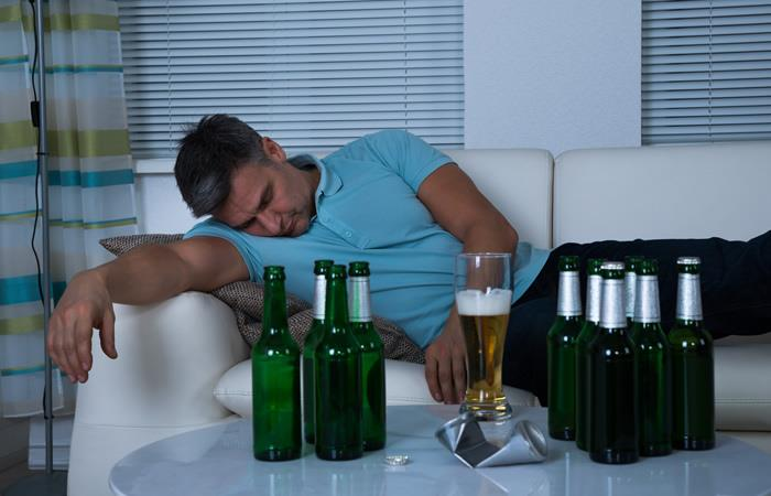 Beber alcohol para dormir puede ser perjudicial. Foto: Shutterstock
