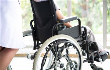 Un parapléjico consigue caminar bajo estimulación eléctrica