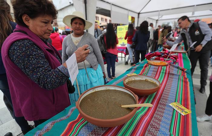 """Presentan el """"llajuero"""" más grande de Bolivia. Foto: EFE"""