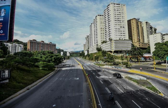 Vista de la autopista Prados del Este, en Caracas. Foto: AFP.