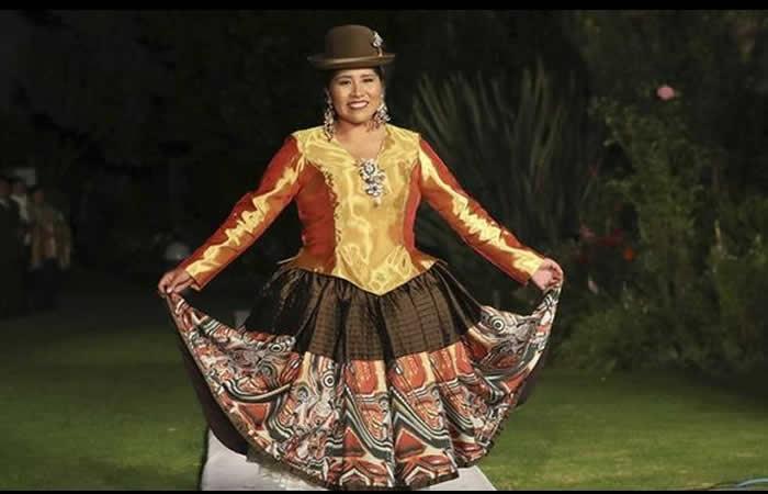 Bolivia llega a París con arquitectura y moda aymara