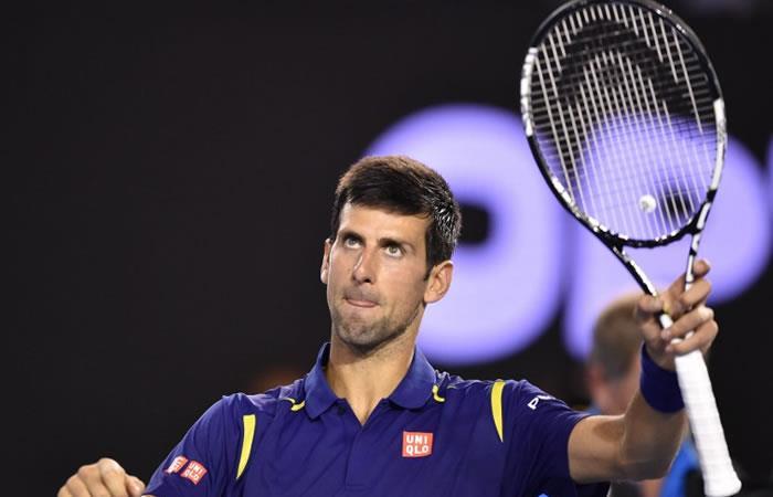Djokovic celebra su número 1 pasando a cuartos en París-Bercy