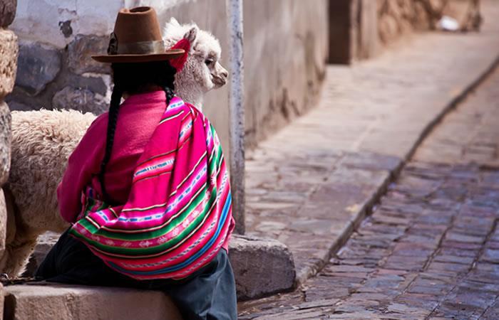 'La chola paceña' reivindica así los derechos de la mujer en el exterior