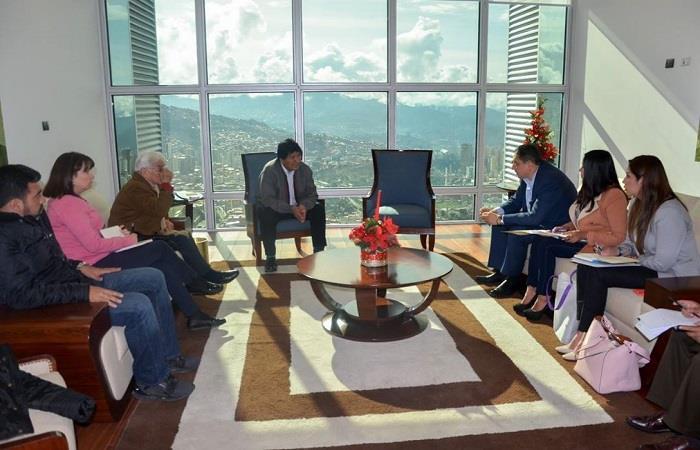 El presidente tomó la decisión luego de visitar un orfanato. Foto: Twitter