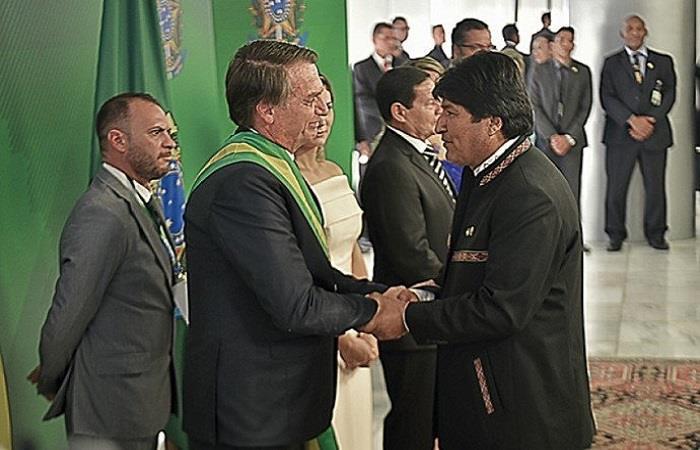 Evo Morales saludando al nuevo presidente de Brasil, Jair Bolsonaro. Foto: Twitter