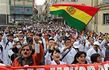 Médicos protestan contra la acción popular