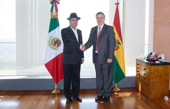 El canciller boliviano, Diego Pary y su homólogo mexicano, Marcelo Ebrard. Foto: ABI