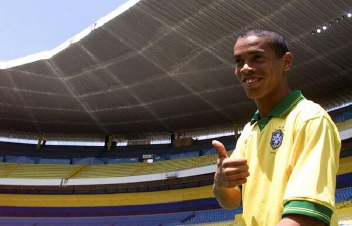 Ronaldinho fue campeón con Brasil en la Copa América de 1999, que tuvo lugar en Paraguay. Foto: Twitter