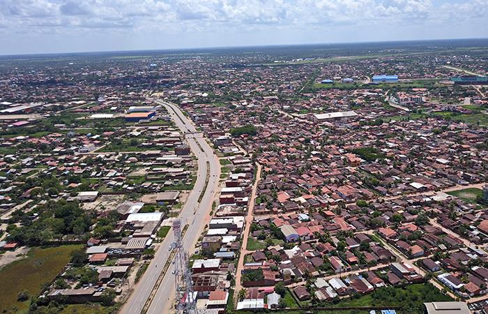El gobierno boliviano planea seguir invirtiendo en la reparación y construcción de vías. Foto: Shutterstock