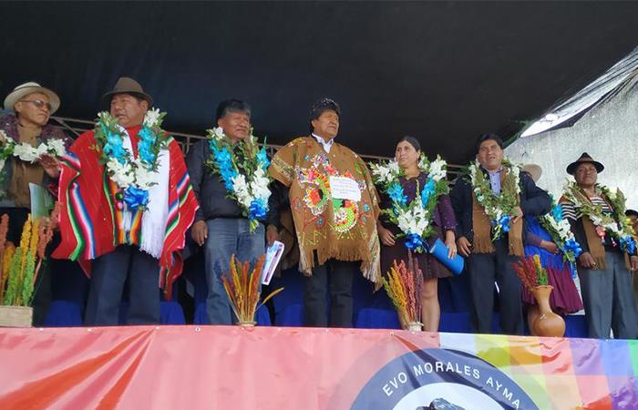 Evo Morales y representantes del cultivo de quinua se hicieron presentes en este evento. Foto Twitter