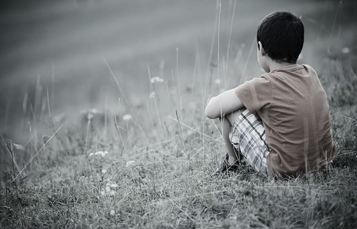 Niño abandonado en la mina San José. Foto: Shutterstock