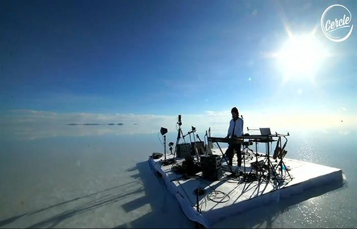 El músico francés FKJ transmitió concierto en vivo por Facebook desde el Salar de Uyuni