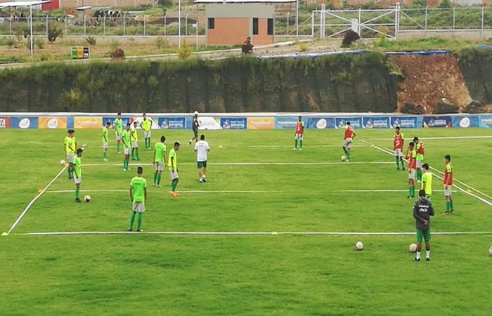 Selección boliviana sub 17 entrenando en Cochabamba. Foto: Twitter/@mindeportesbo