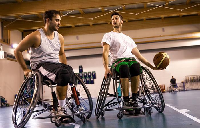 Entre los deportes que se practican está el baloncesto sobre silla de ruedas. Foto: Shutterstock