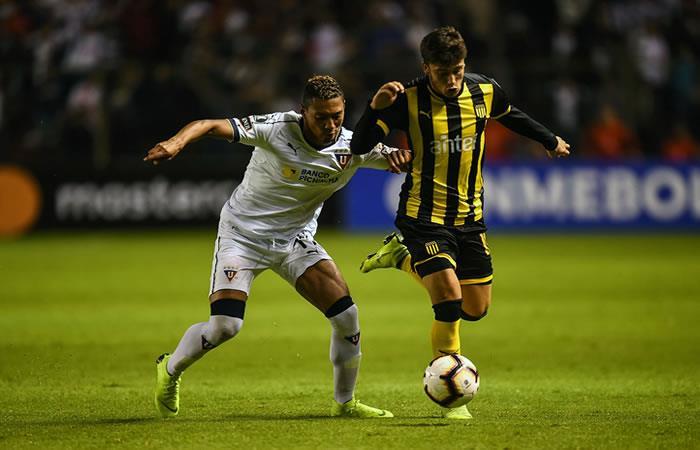 Liga de Quito debuta en Libertadores con victoria 2-0 sobre Peñarol