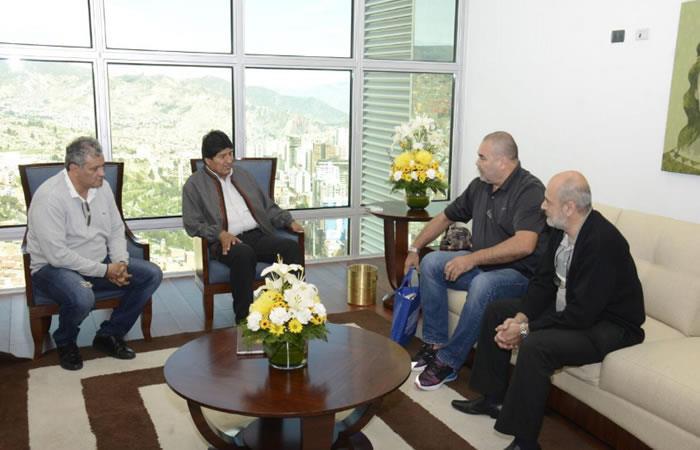 Morales recibe visita del legendario arquero paraguayo José Luis Chilavert