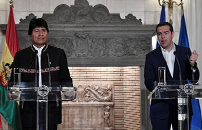 Morales y el primer ministro griego, Alexis Tsipras. Foto: AFP