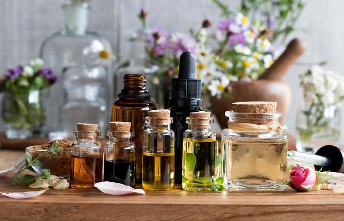 Extractos de flores y aceites esenciales. Foto: Shutterstock